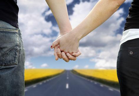 pareja camino
